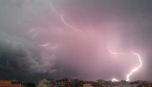 imagen de un rayo vertical en la localidad de El Vendrell, captado el 15 de agosto de 2015 por Baltasar Santos.